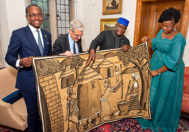 Yale President Peter Salovey recieves a gift from president of Sierra Leone Julius Maado Bio and First Lady Fatima Maada Bio.