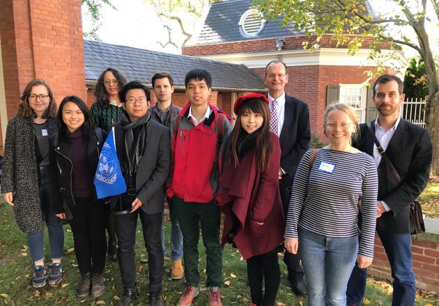 Jan Hagens and international scholars on the YDS Quad